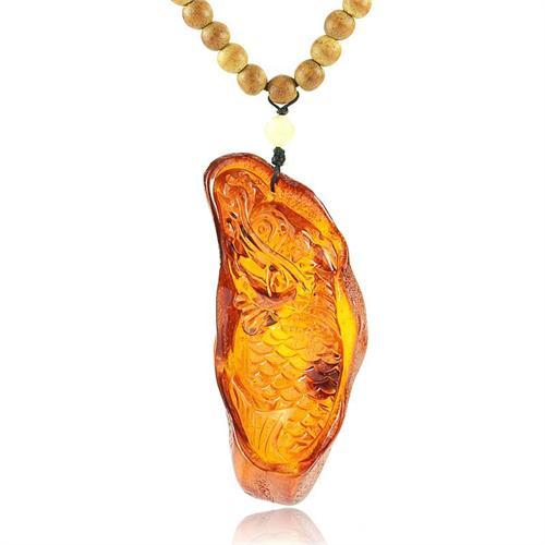 波罗的海天然琥珀 带皮原石雕龙头鱼沉香木项链
