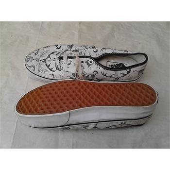 白色板鞋黑色花纹
