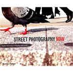 Street Photography Now: with 301 photograhs in color and black-and-white by Sophie Howarth and Stephen McLaren (Hardcover)今日街头摄影 (ISBN9780500289075)