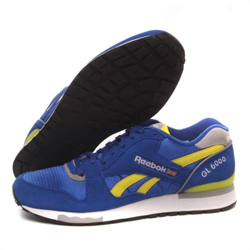 锐步蓝色运动鞋