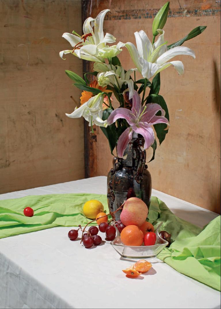 《全素材照片——色彩静物》是一本主要以色彩静物搭配实物照片的写生